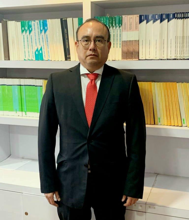 Dr Cesar Cruz